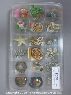 Jewelry: Asst. costume jewelry mostly broaches and pins