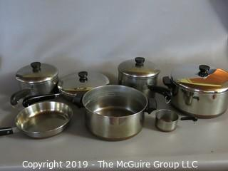 Household: Kitchen: Nice set of Revere Ware Copper Bottom Cooking Pots and Pans w/lids