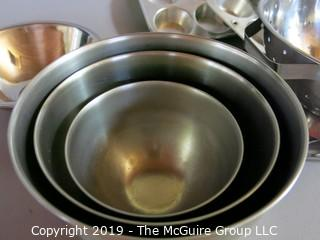 Kitchen: Metal ware: bowls and trays