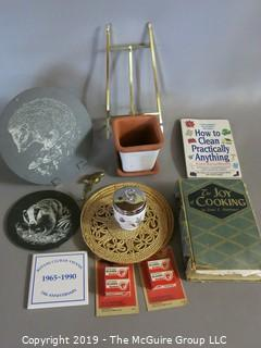 WYSIWYG: Assortment: art trays, easel, razor blades, etc