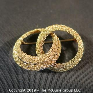 Jewelry: Entwined Double Circle brooch, braided rope motif, 49 x 33 mm, 18K Yellow gold; 15.2 grams (Italy); 15.2 grams (TMG 781)