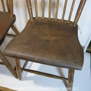 Furniture: Vintage: Antique: (2) Wooden Side Chairs: (note 1 spindle is broken)
