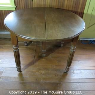 Furniture: Vintage: Antique: Round Pedestal Carved Dining Table w/o leafs expandable