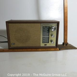 Household: Appliance: Realistic AM/FM Radio