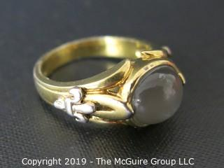 Jewelry: 925: Ring with gray moonstone cabochon and Fleur-de-lis side accents; size 10