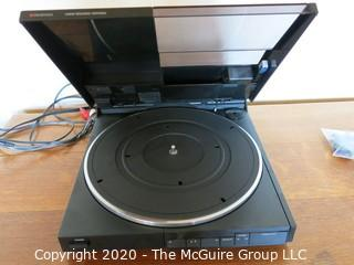 RCA Dimensia Linear Tracking Turntable; powers up and spins