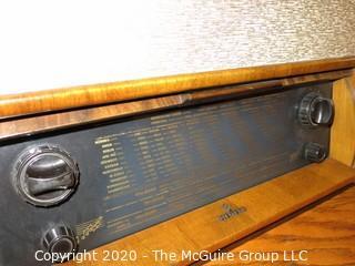 "Siemens Spitzen-Super 51 Tube Cabinet Top Radio SH 906 W; 13"" x 27"" x 18 1/2"" tall; European Plug; untested"
