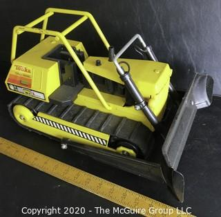 Vintage Classic Tonka Pressed Tin Front Loader Toy.