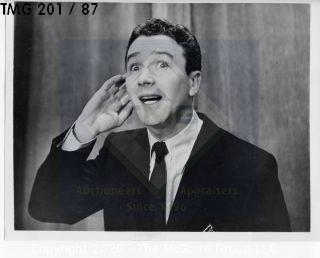 Photo: Print: Press Release: Vintage TV Show: Red Buttons