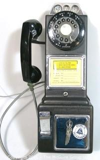 Vintage GTE Wall Mount Rotary Dial Pay Phone.