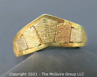 18k Gold ladies ring; size 7 1/2; 4.6g