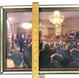 Photo: Political: Panoramic color photo of President Nixon speaking at the White House (Clifford Evans in the central area).