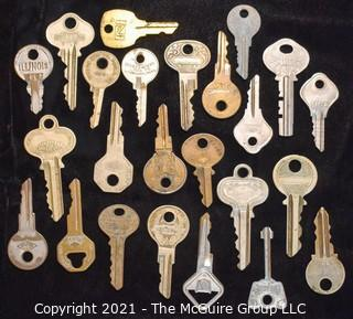 Collection of assorted vintage keys