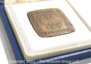 "Commenorative Bronze People's Republic of Poland PRL Parliament Medal in Box.  ""The Seym Of The Polish People's Republic - Populi Et Rei Publicae Bonum Ultima Lex. Measures 1 1/4"" x 1 1/2""."