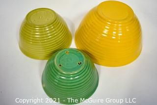 Set of 3 Vintage Bauer Beehive Pottery Mixing Bowls.