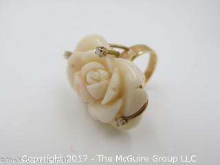 Ladies carved stone ring set in 14k yellow gold; size 7 1/4; 16g; #1241