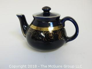 Hall 1 1/2 cup Cobalt Blue Teapot (damage to top)