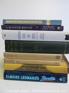 Collection of books including authors Anne Fadiman, Boris Akunin, Alicia Mundy, Frazer, Peake Fleure and Elmore Leonard