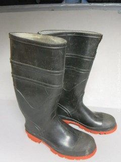 Storage container, men's rubber boots (size 9) and Rayovac lantern (takes D batteries)