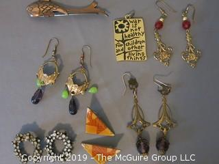 (5) pair of ladies earrings and (2) pendants