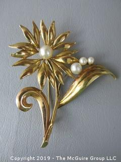 14 k gold brooch set with 4 pearls; 17.4g