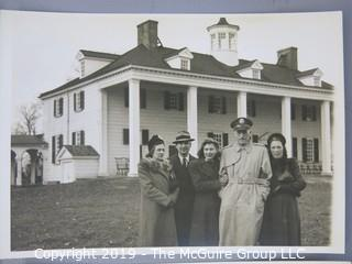 1946 B&W photo of Robert Everettt Hastings and family at Mount Vernon