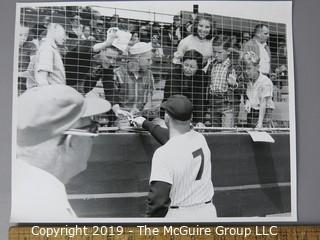 Photo: Large Format B&W: Arthur Rickerby: Baseball: #7 Micky Mantle signing autographs.