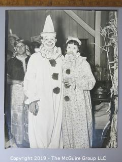 Photo: Historic: Americana: couple in clown costumes