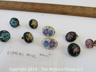 Jewelry:4 sets of floral painted vintage earrings, 1 orphan