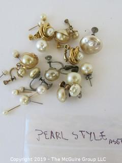 Jewelry: Asst of pearl style earrings