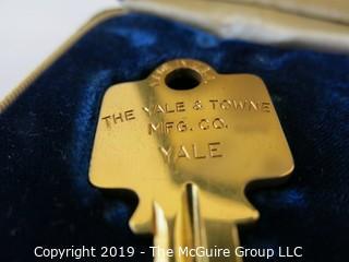 WYSIWYG: Gold tone presentation key